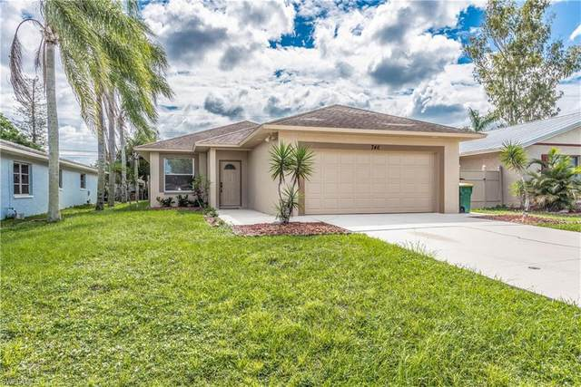 746 103 Rd Ave N, Naples, FL 34108 (#220066875) :: Vincent Napoleon Luxury Real Estate