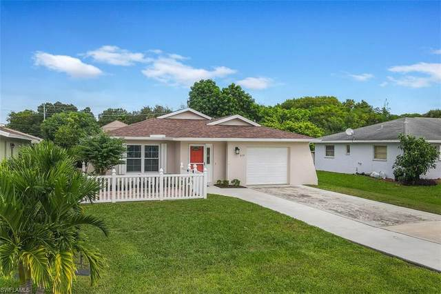 679 110th Ave N, Naples, FL 34108 (#220067022) :: The Dellatorè Real Estate Group