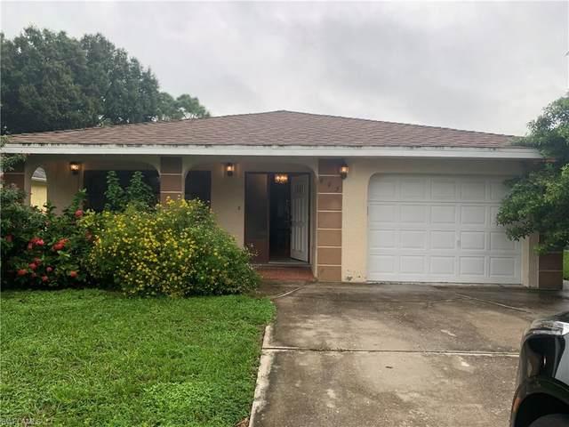 695 102nd Ave N, Naples, FL 34108 (MLS #220067574) :: Eric Grainger | Engel & Volkers