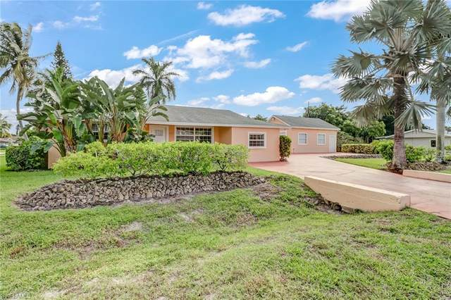 702 107th Ave N, Naples, FL 34108 (MLS #220068294) :: Kris Asquith's Diamond Coastal Group