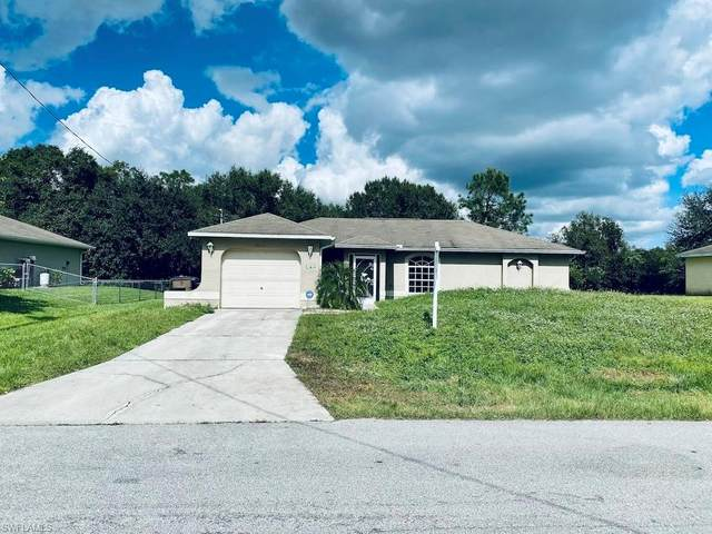 2810 51st St W, Lehigh Acres, FL 33971 (#220069076) :: Vincent Napoleon Luxury Real Estate