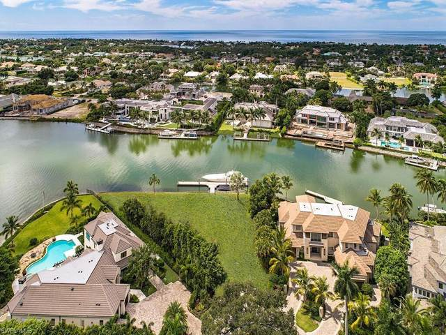 1390 Spyglass Ln, Naples, FL 34102 (MLS #220072540) :: The Naples Beach And Homes Team/MVP Realty
