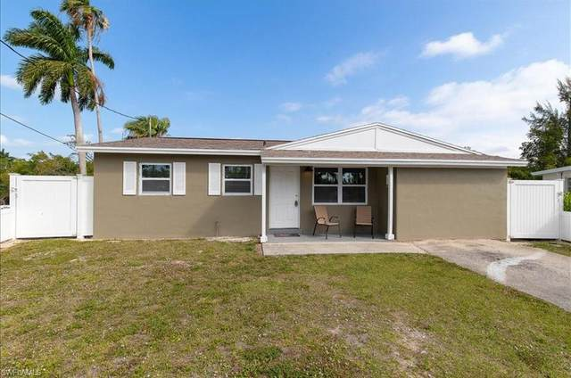 585 14th St N, Naples, FL 34102 (MLS #220073987) :: RE/MAX Realty Group