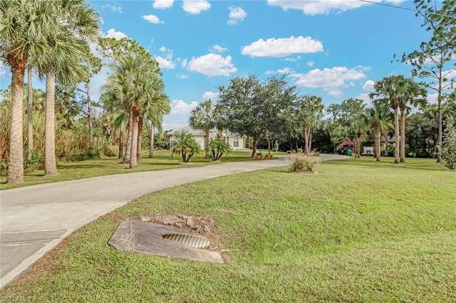 370 19th St NW, Naples, FL 34120 (MLS #220075010) :: The Naples Beach And Homes Team/MVP Realty