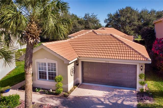 2076 Painted Palm Dr, Naples, FL 34119 (MLS #220077157) :: Clausen Properties, Inc.