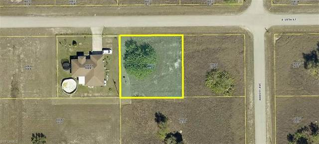 4304 E 18th St, Lehigh Acres, FL 33972 (MLS #220077905) :: RE/MAX Realty Group