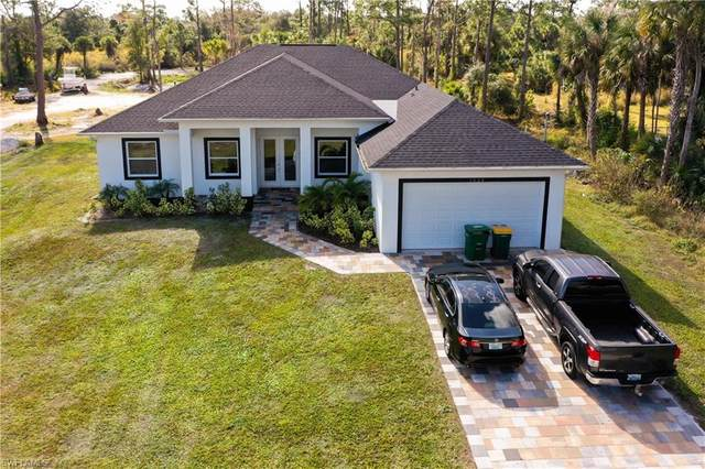 2828 22nd Ave NE, Naples, FL 34120 (#221006352) :: Southwest Florida R.E. Group Inc