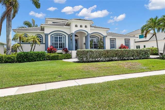 692 Cameo Ct, Marco Island, FL 34145 (#221010271) :: Caine Luxury Team