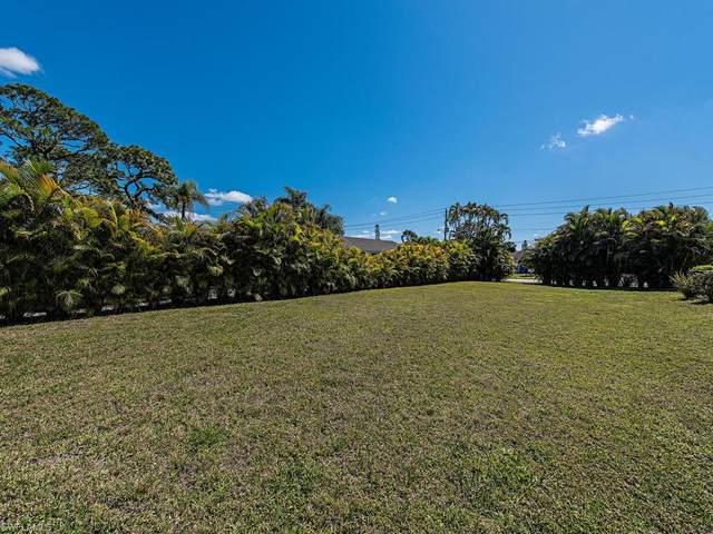 837 99th Ave N, Naples, FL 34108 (#221011900) :: The Dellatorè Real Estate Group