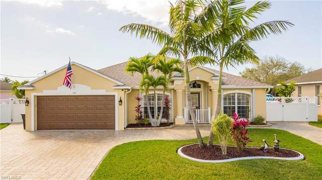424 SE 13th Pl, Cape Coral, FL 33990 (MLS #221015824) :: Clausen Properties, Inc.