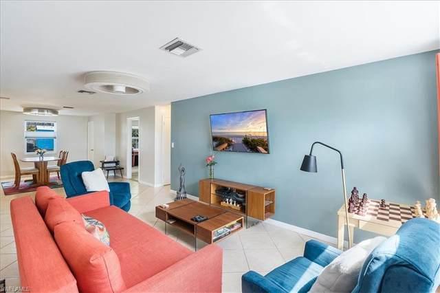 681 97th Ave N, Naples, FL 34108 (#221015935) :: The Dellatorè Real Estate Group