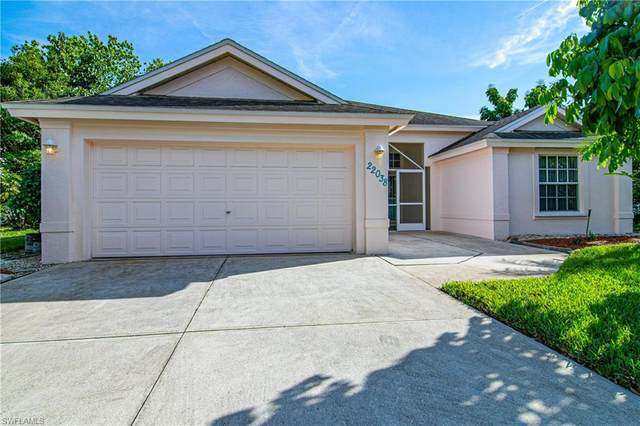 22038 Seashore Cir, Estero, FL 33928 (#221016894) :: The Michelle Thomas Team
