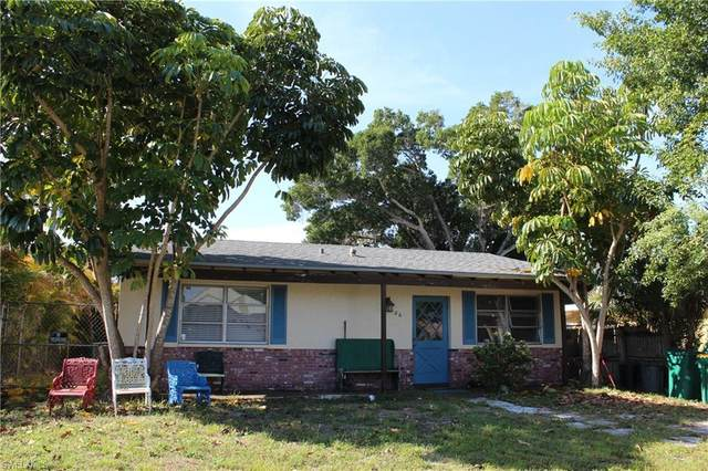 686 101st Ave N, Naples, FL 34108 (#221025706) :: Equity Realty