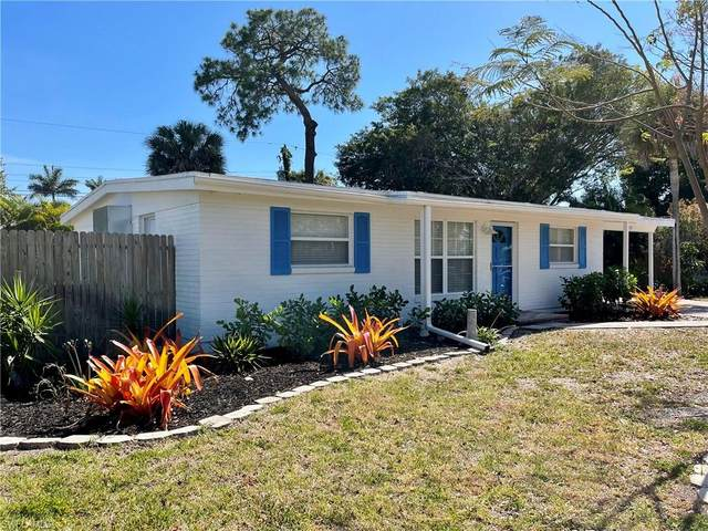 1960 Holiday Ln, Naples, FL 34104 (MLS #221027000) :: Premier Home Experts