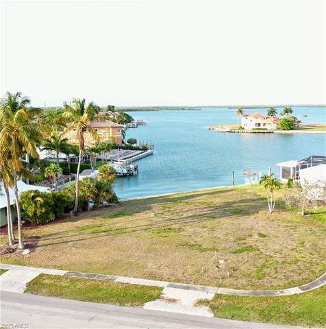 701 Fairlawn Ct, Marco Island, FL 34145 (#221027458) :: Southwest Florida R.E. Group Inc