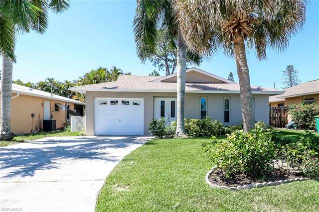 742 97th Ave N, Naples, FL 34108 (MLS #221033296) :: Wentworth Realty Group