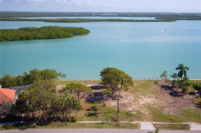 945 Caxambas Dr, Marco Island, FL 34145 (#221035570) :: The Dellatorè Real Estate Group