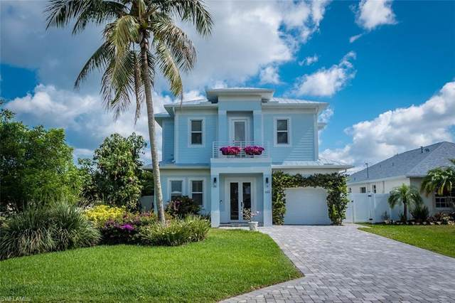 665 103rd Ave N, Naples, FL 34108 (#221035693) :: Caine Luxury Team