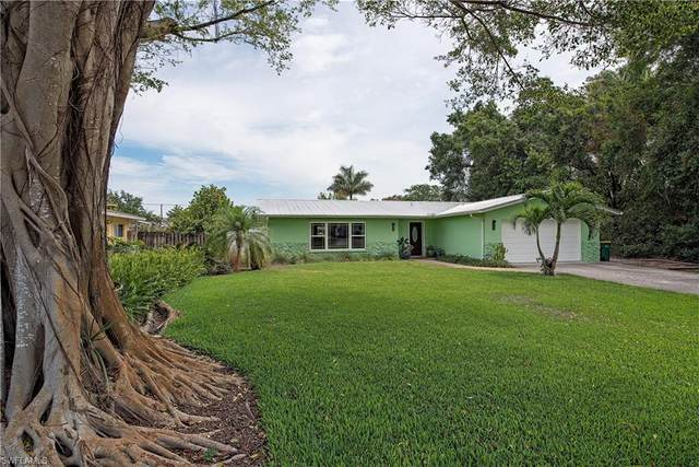 1303 Lastrada Ln, Naples, FL 34103 (MLS #221036418) :: The Naples Beach And Homes Team/MVP Realty