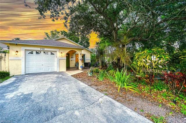 793 95th Ave N, Naples, FL 34108 (#221036619) :: Jason Schiering, PA