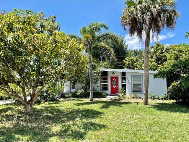 1923 Harbor Ln, Naples, FL 34104 (#221042931) :: The Dellatorè Real Estate Group