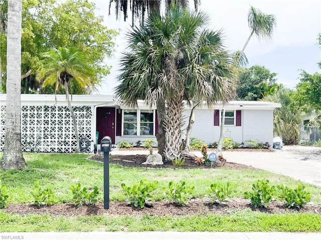 2070 Holiday Ln, Naples, FL 34104 (MLS #221045777) :: Clausen Properties, Inc.