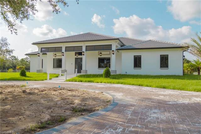 125 37th Ave NW, Naples, FL 34120 (MLS #221048148) :: The Naples Beach And Homes Team/MVP Realty