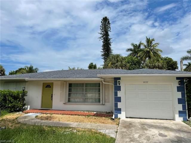 2037 43rd Ln SW, Naples, FL 34116 (MLS #221054627) :: Clausen Properties, Inc.