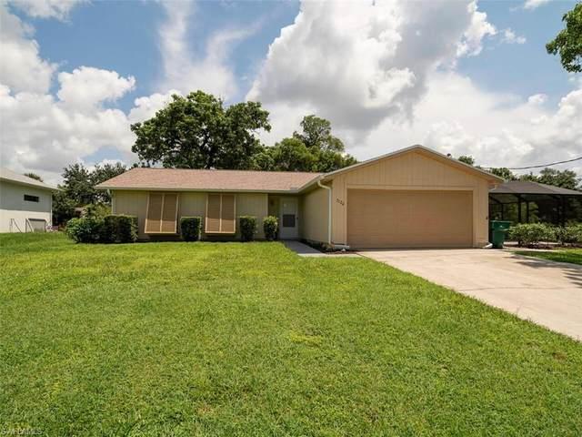 3124 44th St SW, Naples, FL 34116 (MLS #221065699) :: Clausen Properties, Inc.