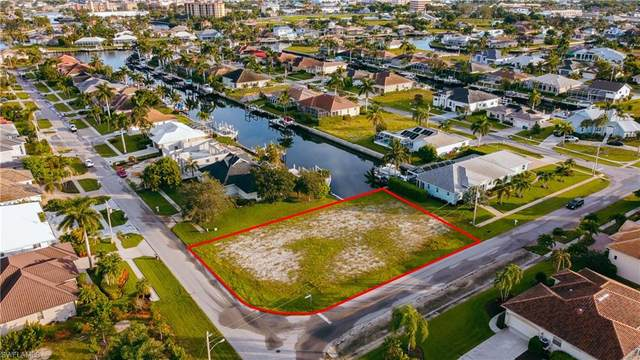 930 Goldenrod Ave, Marco Island, FL 34145 (MLS #221067794) :: The Naples Beach And Homes Team/MVP Realty