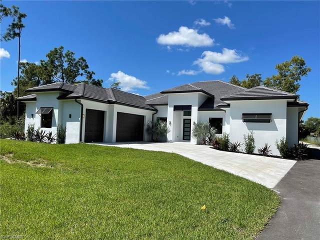 3203 68th St SW, Naples, FL 34105 (MLS #221069106) :: Wentworth Realty Group