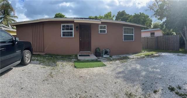 3016 Connecticut Ave, Naples, FL 34112 (#221069472) :: Jason Schiering, PA