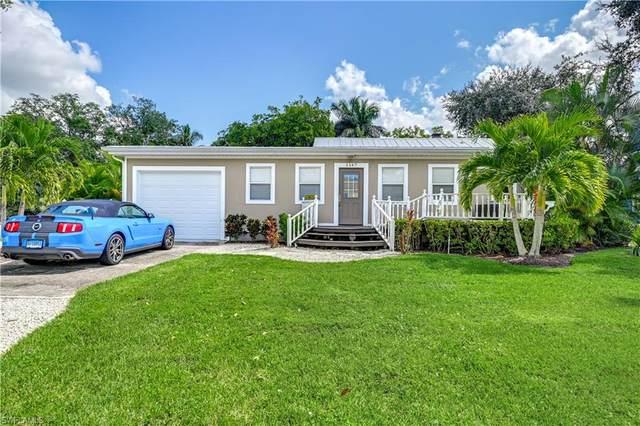 1147 Mockingbird Ln, Naples, FL 34104 (#221072580) :: Equity Realty