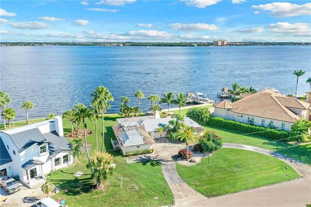 5271 Nautilus Dr, Cape Coral, FL 33904 (MLS #221074111) :: Medway Realty