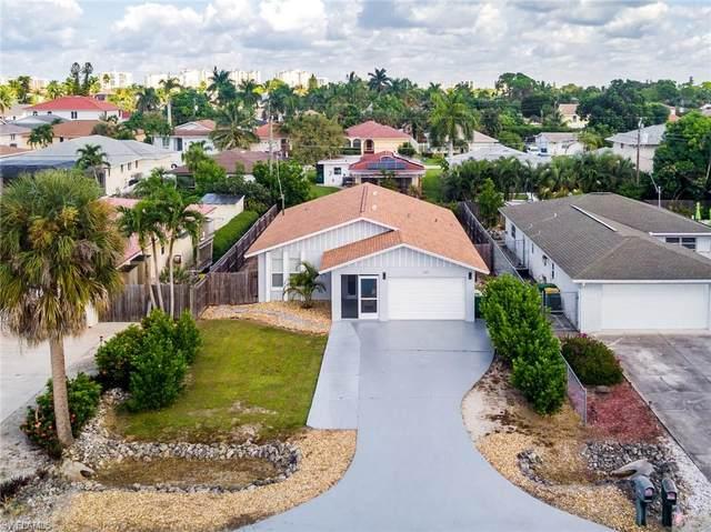517 98th Ave N, Naples, FL 34108 (MLS #221074287) :: Crimaldi and Associates, LLC