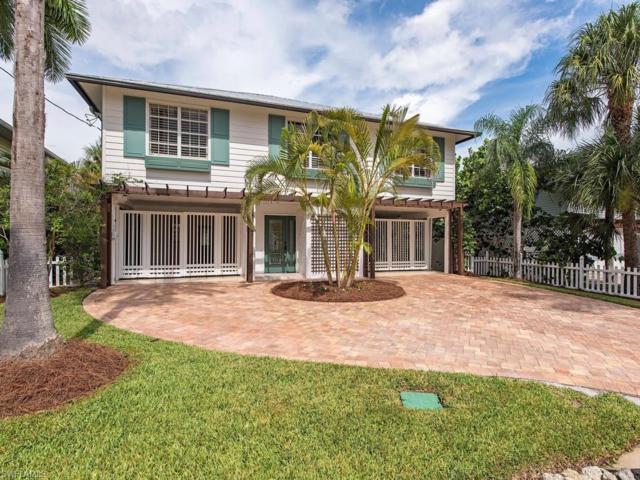 1285 Belaire Ct, Naples, FL 34110 (MLS #217047991) :: The New Home Spot, Inc.