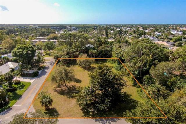 1770 Carlton Ave, Naples, FL 34112 (MLS #220014422) :: Clausen Properties, Inc.