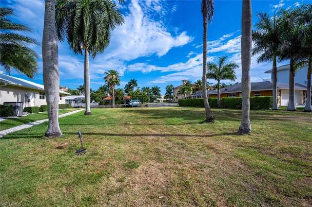 141 Channel Dr, Naples, FL 34108 (MLS #220023494) :: The Naples Beach And Homes Team/MVP Realty