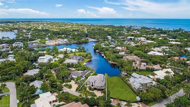 2168 Southwinds Dr, Naples, FL 34102 (MLS #220033381) :: Florida Homestar Team
