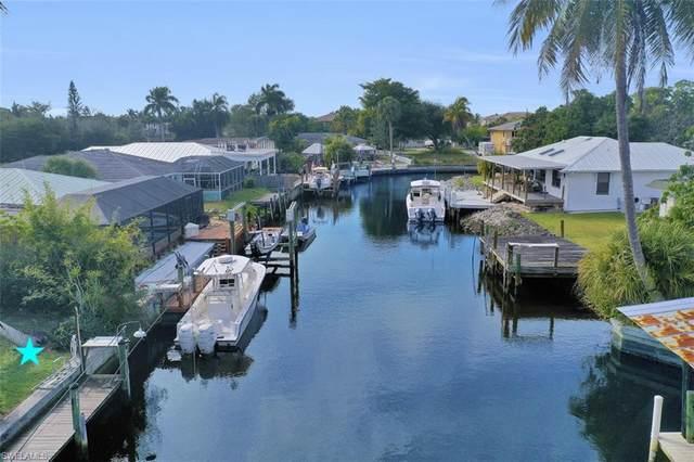 2667 Lakeview Dr, Naples, FL 34112 (#220035396) :: The Dellatorè Real Estate Group