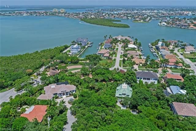 913 Raymond Ct, Marco Island, FL 34145 (#220043180) :: Southwest Florida R.E. Group Inc