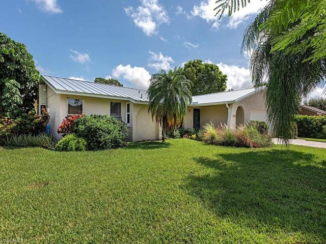 930 Rosea Ct, Naples, FL 34104 (MLS #220045985) :: #1 Real Estate Services