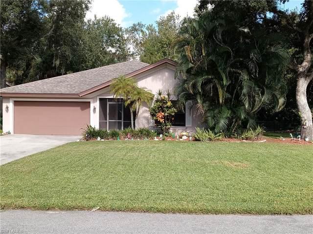 6065 Hollow Dr, Naples, FL 34112 (#220066296) :: The Dellatorè Real Estate Group