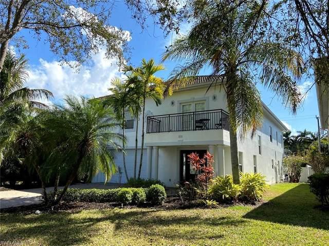 818 105th Ave N, Naples, FL 34108 (#221011120) :: The Dellatorè Real Estate Group