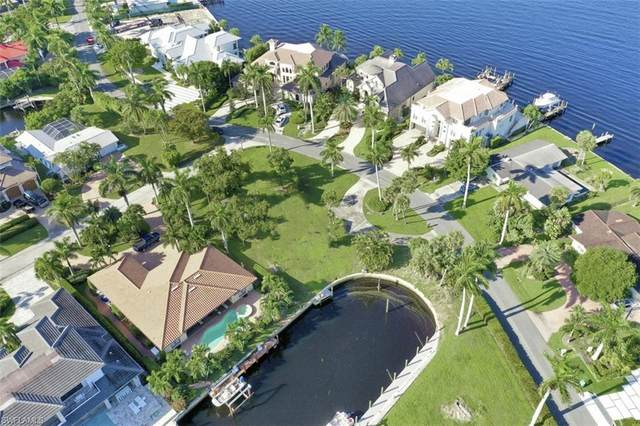 2001 Kingfish Rd, Naples, FL 34102 (MLS #221052475) :: Realty One Group Connections