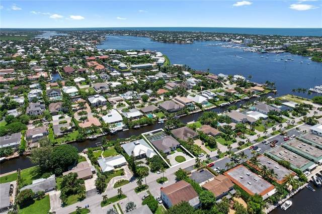 1500 Curlew Ave, Naples, FL 34102 (MLS #221054515) :: Premier Home Experts