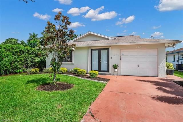 725 105th Ave N, Naples, FL 34108 (#221061875) :: Earls / Lappin Team at John R. Wood Properties