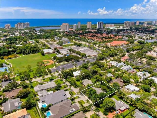 747 Anderson Dr, Naples, FL 34103 (MLS #220049341) :: Florida Homestar Team