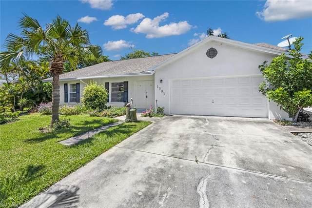 1303 Alhambra Cir N, Naples, FL 34103 (MLS #221031794) :: #1 Real Estate Services