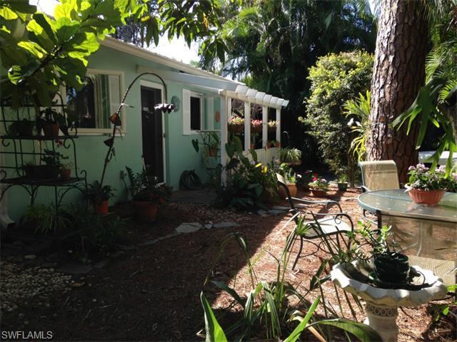 9144 7th St N, Naples, FL 34108 (#214046480) :: Homes and Land Brokers, Inc
